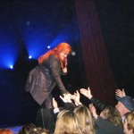 Wynonna Interacts with Crowd